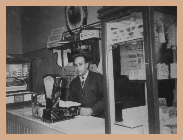 Josep Verdú Plá en el puesto de Raval Santa Anna, 6. 1959